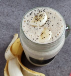 Peanut Butter Banana Smoothie, a quick and easy, healthy smoothie recipe. #fitandfrugalmommy