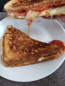 Low calorie pizza grilled cheese. A healthy lunch option to curb your pizza cravings.
