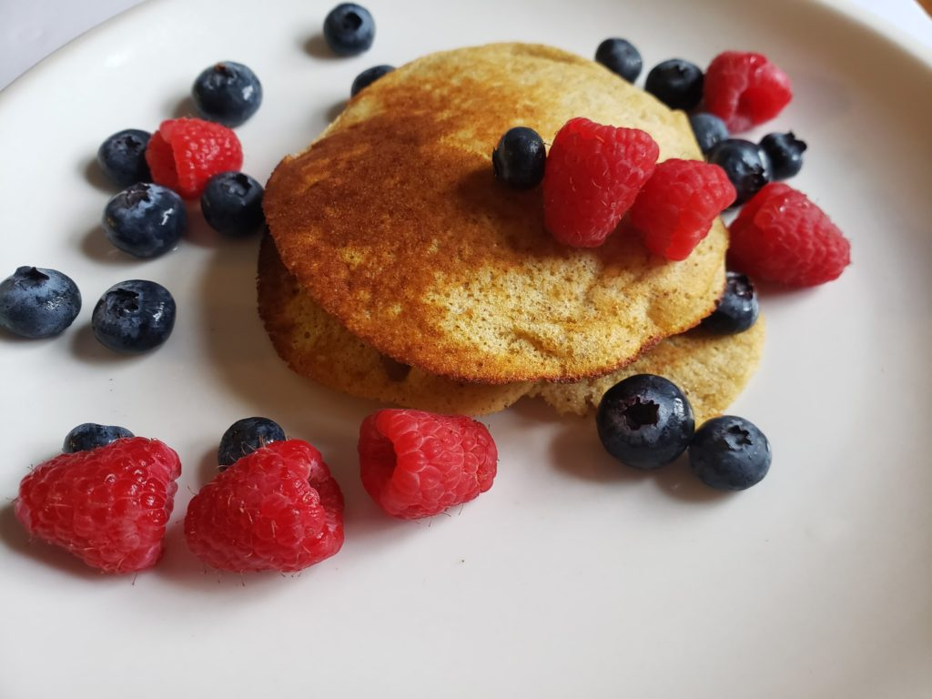 Weight Watchers Banana Protein Pancakes, a quick and easy breakfast recipe for only 1 smartpoint. A WW freestyle recipe.